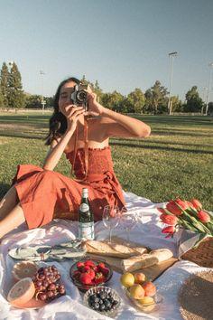 Picnic Date Food, Picnic Time, Picnic Foods, Summer Picnic, Picnic Ideas, Summer Bucket, Picnic Photo Shoot, Picnic Pictures, Comida Picnic