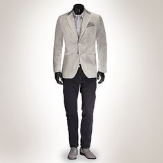 Do you know how to create a casual outfit with a velvet jacket? We present to you: the Ready-to-Wear gray velvet jacket for €249,- Combine it with a checkered shirt, chino and suede shoes for a casual look. Finish it with a pocket square matching your shirt for that classic touch. #menswear at #Pakkend