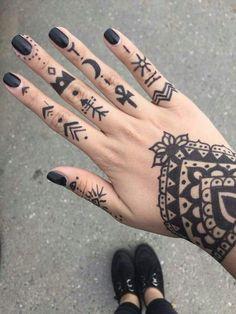 ▷ 1001 + Finger Tattoo Ideen und ihre Bedeutung Hand tattoo ideas, small tattoo motifs on each finger, black nail polish Finger Tattoos, Finger Tattoo For Women, Finger Tattoo Designs, Hand Tattoos For Women, Henna Tattoo Designs, Tattoo Designs For Women, Forearm Tattoos, Body Art Tattoos, Small Tattoos