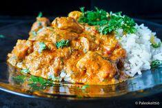 """Kongolainen kanapata vie makumatkalle Afrikan sydämeen   PALEOKEITTIÖ    Mureaksi haudutettu kanapata, Muamba Nsusu, on Afrikan sydämestä, Kongon jokialueelta kotoisin oleva ruokaisa, muhennosmainen kastike. Tämä maapähkinävoilla ja punaisella palmuöljyllä täydennetty """"pataruoka"""" on täynnä makua, väriä ja kasviksia! Syntyy helposti ihan pannulla. On täyteläisenä ja lempeän mausteisena aivan loistava talviruoka! Testaa! Portobello, Curry, Ethnic Recipes, Food Ideas, Curries"""