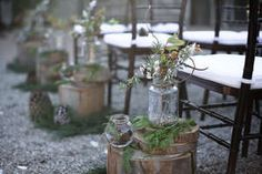 Love the rustic simplicity of these centerpieces.  Depending on the venue, these could be pretty and easy, especially with a DIY dad to cut the logs.
