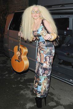Y anoche, se vestía como una combinación de la profesora Trelawney y el Nacimiento de Venus. | 5 Things Lady Gaga Wore This Week