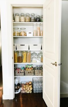 Top 10 Small Pantry Makeover Ideas Small pantry organization and makeover ideas to inspire you if you're needing to makeover your own. You don't want to miss these gorgeous transformations! Small Pantry Closet, Tiny Pantry, Small Kitchen Pantry, Small Pantry Organization, Kitchen Pantry Design, Kitchen Storage, Kitchen Decor, Organization Ideas, Organize Small Pantry