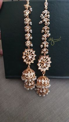 Showcasing the best of Indian jewelry designs. by AdaaJewels Indian Jewelry Sets, Silver Jewellery Indian, Bridal Jewelry Sets, Wedding Jewelry, Temple Jewellery, Wedding Hair, Bridal Hair, Jewelry Design Earrings, Gold Earrings Designs