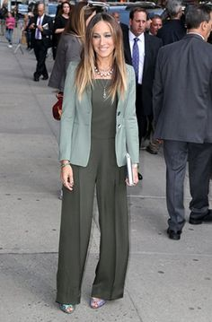 Sarah Jessica Parker Photos Photos - Celebrities making an appearance on  the  Late Show With David Letterman  in New York City c9cbfd68959