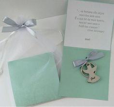 lembrancinha_maternidade_batizado_diferente_personalizada_util_chaveiro_anjo_lembrancas_especiais Birthday Cards, Wedding Favor Crafts, Key Chains, Life, Bday Cards, Anniversary Cards