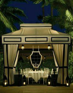 Glamorous outdoor dining | Christine Riviera | cynthia reccord