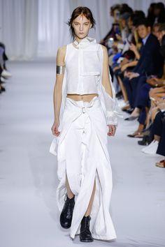 Ann Demeulemeester Spring 2017 Ready-to-Wear Fashion Show - Irina Liss (Supreme)
