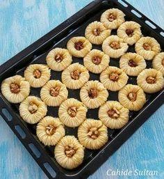Very practical and stylish bird eye baklava for Eid pies pies recipes dekorieren rezepte Plats Ramadan, Best Pie, Flaky Pastry, Mince Pies, Breakfast Buffet, Turkish Recipes, Food Design, Bakery, Food And Drink