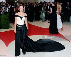 Emma Watson - Inspiración: Gala MET 2016 :http://www.bailarinasplegables.com/inspiracion-gala-met-2016/