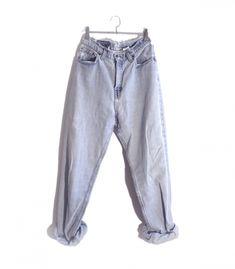 Jeans Levi's 560 W30  #brandleyvintage #vintageclothing #clothes #tshirt #jeans #levis #shoponline  #outfit #fashion #vintage #conmuchorollo Jeans Levis, Mom Jeans, Vintage Outfits, Sweatpants, Cute, T Shirt, Clothes, Fashion, Moda