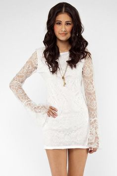 reminds me of what one of my Valkyries, Jiyuu, wears!  All white all the time, and lots of lace to add flare~