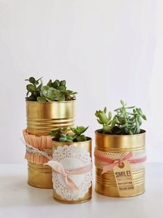 oh my little dears: The Golden Can DIY. You know I love gold spray paint! Tin Can Decorations, Tin Can Centerpieces, Diy Drums, Tin Can Crafts, Deco Originale, Gold Spray Paint, Diy Art Projects, Flower Pots, Flowers