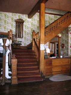 by Elizabeth Finkelstein I know, I know: You have ALWAYS wanted to own a historic inn. Thanks, Melanie, for sending this one my way! Located on the banks of the Des Moines River, this stunner was b…