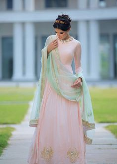 Harshita Chatterjee-Deshpande Pale Pink Chandbali Embroidered Anarkali w/ Mint Dupatta. India Fashion, Ethnic Fashion, Asian Fashion, Mode Bollywood, Bollywood Fashion, Bollywood Lehenga, Indian Attire, Indian Wear, Pakistani Outfits