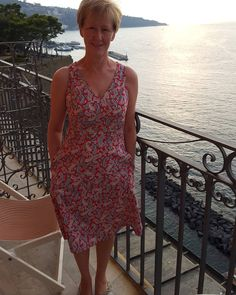 #smylylisa @smyly2018 on the balcony of the hotel overlooking Sorrento. In cotton paisley from @abakhanfabrics lovely and cool to wear in the heat #sewover50