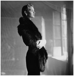 model-wearing-fur-stole-with-hat-and-white-gloves-e2809cmore-taste-than-moneye2809d-photo-frances-mclaughlin-gill-vogue-october-1-1949-photo-frances-mclaughlin-gill.jpeg 1,184×1,220 pixels