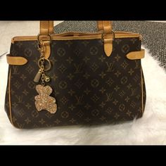 Louis Vuitton batignolles Beautiful LV batignolles bag very well kept and cared for. In pristine condition. One of my faves perfect traveling bag. looking to sell or trade for another bag Louis Vuitton Bags Shoulder Bags