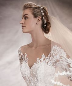 TIBET - Low waist wedding dress | Pronovias