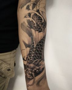One more session on this koi. #koi #asiantattoo #tattoo #chronicink #asianink #irezumi #irezumi #tattoo