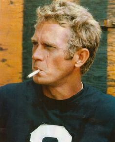 Steve McQueen in The Thomas Crown Affair Number Shirt Football Jersey smoking cigarette Steven Mcqueen, Hollywood Stars, Classic Hollywood, Old Hollywood, Thomas Crown Affair, Don Corleone, Film D'action, The Secret Book, Belle Photo