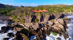 Slideshow of Salvador Atami está situado en una privilegiada zona privada de 3.5 manzanas de extensión, sobre un amplio y exótico acantilado, con acceso a una playa privada (Playa Atami) y a una playa semi privada (El Palmarcito).