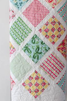 baby lattice quilt tutorial - perfect for using charm squares - how to sew together patchwork squares on pointI think Ill take my squares and sew bias cut sashing ( raw edge of course) over the top.Modern Baby Quilt - shibori and indigo blue triangle Quilt Baby, Baby Clothes Quilt, Baby Girl Quilts, Girls Quilts, Modern Baby Quilts, Owl Quilts, Quilts For Babies, Diy Clothes, Modern Quilting