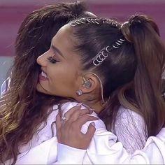 Ariana Grande Ponytail, Ariana Grande Singing, Ariana Grande Cute, Rihanna Video, Ariana Grande Images, Ariana Grande Wallpaper, Dangerous Woman, Film Aesthetic, Moonlight