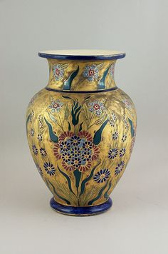 Zsolnay váza, óarany alapon virágcsokor és füzérek