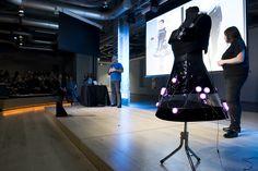 The App Date Fashion, presentamos Environment Dress, el primer traje conectado que mide el medio ambiente y cuenta cómo influye en el comportamiento.