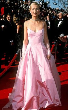Remember watching this oscars and thinking this was the most beautiful dress I'd ever seen! Still one of my all time favorites :)