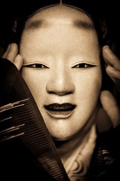 Noh masks are used in the Japanese theatre. These are masks that actors use to preform a historical show based on famous Japanese litrature. Noh Mask are Geisha, Noh Theatre, Theater Masks, Samurai, Japanese Noh Mask, Art Japonais, Masks Art, Japan Art, Nihon