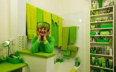 Elizabeth Sweetheart is beeldend kunstenares inNew York. Zeheeft in the Big Apple inmiddelsnaam gemaakt als The Green Lady of Brooklyn: sinds een jaar of