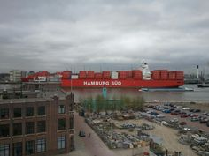 Hamburg Sud komt voorbij.