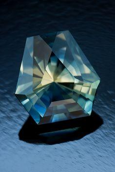 Burning Diamond Cut in Bicolor Nigerian Sapphire • 2.0 carats • Fine Art Gemstones by Jeffrey Hunt