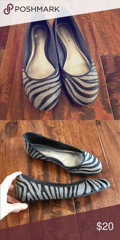 Liz Claiborne flats. Size 6.5 Excellent condition Like new. Zebra pattern. Liz Claiborne name brand. Flat and comfortable. Size 6.5 Liz Claiborne Shoes Flats & Loafers