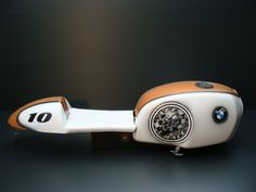 Peinture sur moto BMW 1000 Café Racer - RBT Création - Stage et formation en aérographie - Décors à l'aérographe sur tous supports