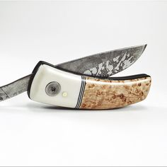 The KUT friction folding knife features a carbon steel Svörd blade made in New Zealand. Each blade is hand forged, and therefore a little different in appearance. Also features the signature WKRMN wood grain pattern applied directly into the steel.  Handle is hand shaped from stabilized birdseye, w