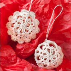 Lovely Lace Crochet Ball Ornaments | Beautiful Christmas ornaments to make if you crochet!