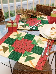 Love these darling patchwork placemats!  :)