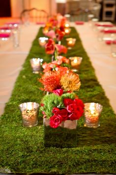 Love this moss table runner #unique #wedding #decor maybe have colorful crudites in glass containers down center of table instead. Maybe veggie flower garnishes. I can do this...yeah