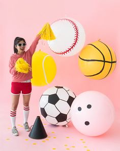 Giant Sports Balloons (Oh Happy Day! Balloon Backdrop, Balloon Decorations, Balloons, Balloon Columns, Kids Sports Party, Usa Party, Party Party, Sports Theme Birthday, Party Props