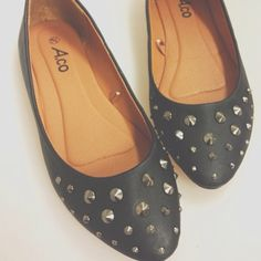 Studded shoes from Ardene. Cheap Designer Shoes, Designer Shoes Online, Fall Fashion Trends, Autumn Fashion, Shoes Wholesale, Online Outlet, Glass Slipper, 5 Inch Heels, Shoe Game
