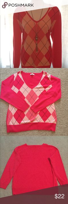 New York & Company Argyle sweater Great used condition, don't see any pilling or snags, no holes. New York & Company Sweaters V-Necks