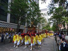 Mikoshi in procession through the Marunouchi financial district of Tokyo in the bi-annual Sannou Festival of Hie Jinja.
