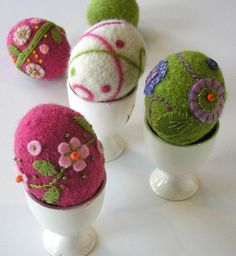 Felted Woolly Eggs Pattern Knitting pattern by Marie Mayhew Designs Easter Egg Pattern, Needle Felting Tutorials, Wet Felting Projects, Diy Ostern, Felt Ornaments, Needle Felted Ornaments, Felted Wool Crafts, Felt Diy, Felt Crafts Diy
