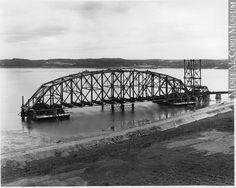 Travée centrale flottante du Pont de Québec vis a vus la Cote  de Sillery en 1916-1917 Quebec Montreal, Belle Villa, Ottawa, Vintage Photos, Images, Canada, Souvenir, Historical Pictures, North America