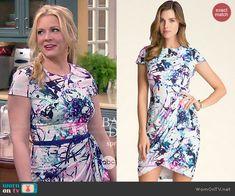Mel's floral printed short sleeve dress on Melissa and Joey.  Outfit Details: http://wornontv.net/47001/ #MelissaandJoey
