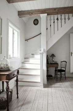 stairs and hall Casa rural danesa / Danish Cottage Style At Home, Cool Countries, Home Fashion, Design Case, Stairways, My Dream Home, Farmhouse Style, Cottage Farmhouse, French Farmhouse