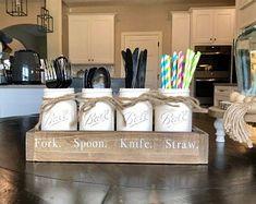 Farmhouse Kitchen Decor Ideas: Great Home Improvement Tips You Should Know! Farmhouse Kitchen Interior, Rustic Farmhouse Decor, Country Kitchen, Farmhouse Style, Chalk Paint Mason Jars, Painted Mason Jars, Utensil Storage, Utensil Holder, Silverwear Holder